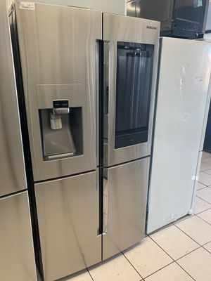 SAMSUNG FAMIIY HUB REFRIGERATOR- STAINLESS STEEL for Sale in San Diego, CA