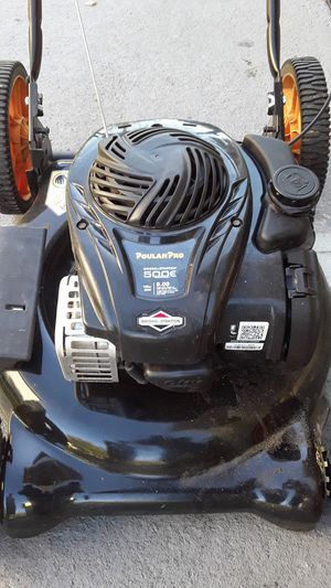 Briggs and Stratton powered lawn mower. excellent condition. for Sale in Winter Haven, FL
