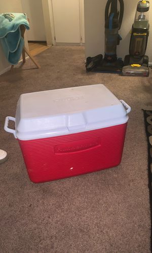 Rubbermaid cooler for Sale in Oceanside, CA