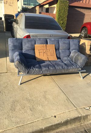 Free Couch for Sale in San Fernando, CA