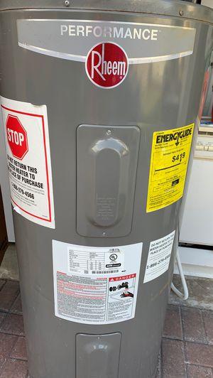 Water heater o calentador de agua de 40 galones marca Rheem for Sale in Miramar, FL