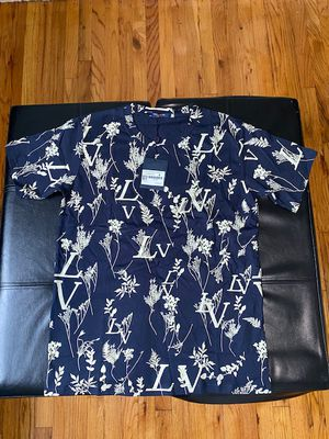 Louis Vuitton Leaf Shirt Medium for Sale in Queens, NY