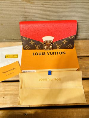 Louis Vuitton wallet for Sale in Auburn, WA
