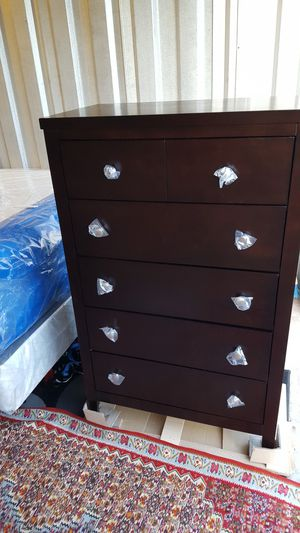 Brand New 5 Drawer Wood Chest (New in Box) for Sale in Silver Spring, MD