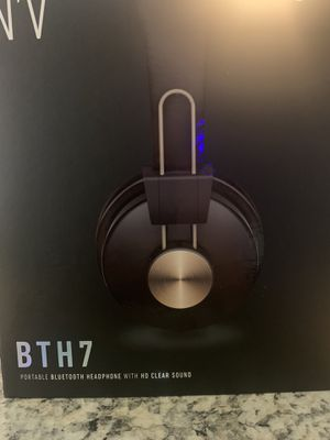 BYH 7 noise canceling headphone. They bump. Sleek design. for Sale in Las Vegas, NV