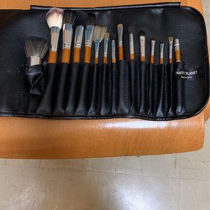 Vanity Planet Makeup Brush Set for Sale in Grand Forks, ND