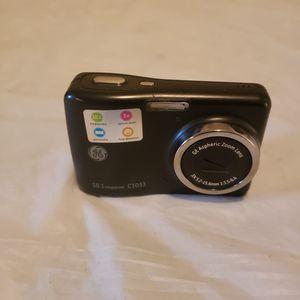 GE Zoom Lens Digital Camera . 3x optical zoom. 10.1 megapixels for Sale in Taylor, MI