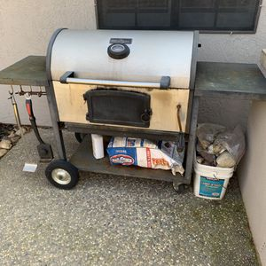 Large charcoal BBQ grill for Sale in Woodbridge, CA