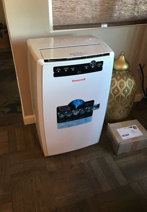 Air conditioner honey well excellent and very clean condition absolutely no issues works a new 260$! for Sale in La Mesa, CA
