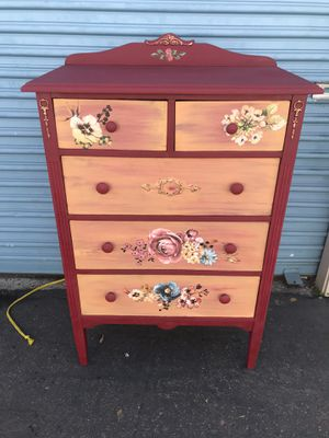 Solid wood 5 drawer dresser for Sale in South Gate, CA