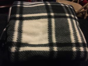 One throw blanket 70x42 color black and white for Sale in North Las Vegas, NV