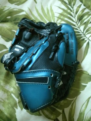 Franklin youth baseball glove mitt for Sale in Clearwater, FL