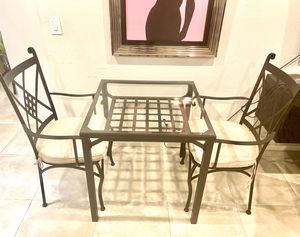 Modern breakfast table set with chairs for Sale in Los Angeles, CA