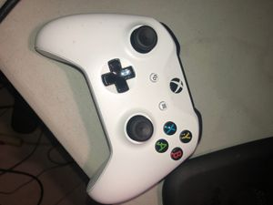 Xbox one controller for Sale in Fort Washington, MD
