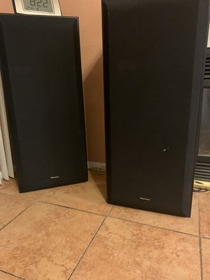 CD player and speakers for Sale in Las Vegas, NV