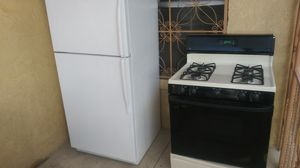 refrigerator and stove good condition for Sale in El Paso, TX