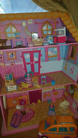 Lalaloopsy big doll house with toys for Sale in Mesquite, TX