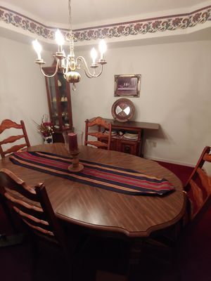 Dining room set with matching runner, shelves with mirrors and lighting. Very good condition for Sale in Fort Wayne, IN