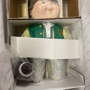 "NEW Danbury Mint 1995 Porcelain Cabbage Patch Collector's Doll- ""Bobby Joe."" Brand new in box with certificates. for Sale in Mason, OH"