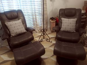 100% GREY LEATHER RECLINERS WTOTTOMAN for Sale in Miami, FL