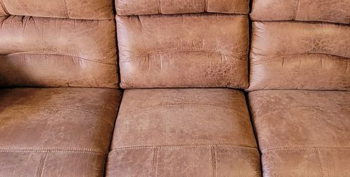 ONLY $$$500$$$ LIKE NEW BROWN LEATHER RECLINING SOFA 3 SEAT WITH TABLE AND GLASS HOLD IN THE MIDDLE, VERY COMFORTABLE (88' LONG X 42' HIGH X 35' DEEP for Sale in Los Angeles,  CA