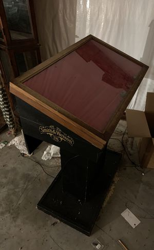 Smith and Wesson display case for Sale in Beaumont, TX