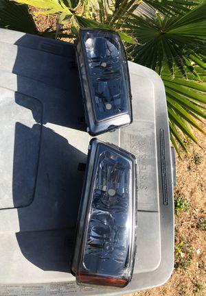 Head lights for Chevy Silverado 2003 for Sale in Vallejo, CA