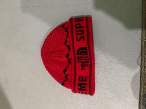 2018 North Face Supreme Winter Beanie( Red Black ) for Sale in Silver Spring, MD