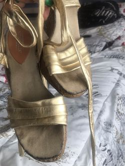 Good Condition 7 Gold Leather Wedge for Sale in Rialto,  CA