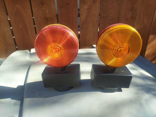Utility trailer magnetic lights