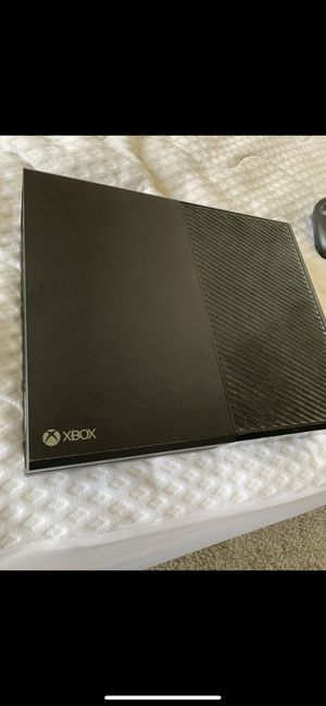 XBOX One+ 2 controllers + headphones + 5 games for Sale in San Diego, CA