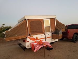 78 starcraft Pop up camping trailer for Sale in Madera, CA