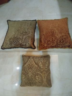 Cushions cojines damask feathers Bird Rd 117 ave for Sale in Miami, FL