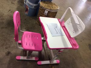 AJUSTABLE KIDS DESK AND CHAIR for Sale in Indianapolis, IN