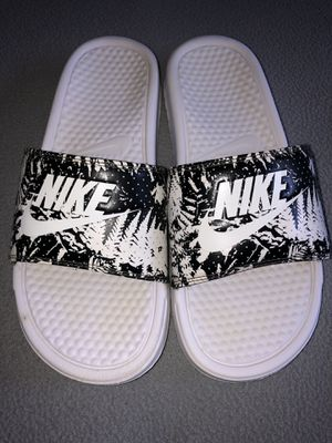 Women's Nike Slides Sz 9 - Excellent Condition for Sale in St. Louis, MO