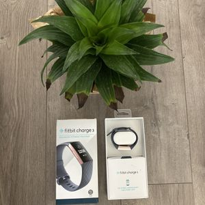 Fitbit Charge 3 (Rose Gold) for Sale in Fairfield, CA