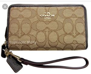 Authentic coach wristlet wallet for Sale in Fresno, CA