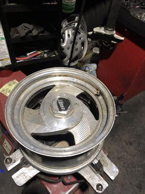 Set de 4 rines 15x8 aluminio usados para chevy silverado 5 lug for Sale in Rialto, CA