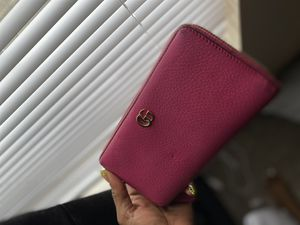 Gucci pink wallet for Sale in Columbus, OH