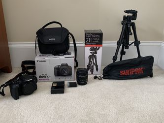 Canon T7i Camera, Sony Camera Bag, 64gb SD card, And 21inch Tripod for Sale in Stockbridge,  GA