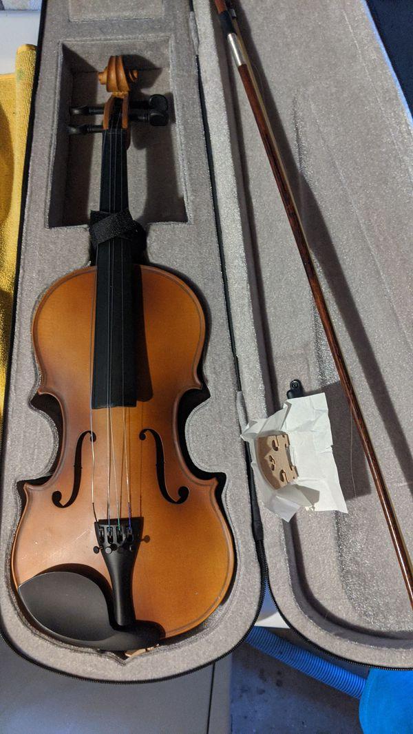 Mendini By Cecilio Violin. (With Case. Used.)