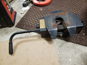 Curt 5th wheel hitch 100 for Sale in Charleston, SC