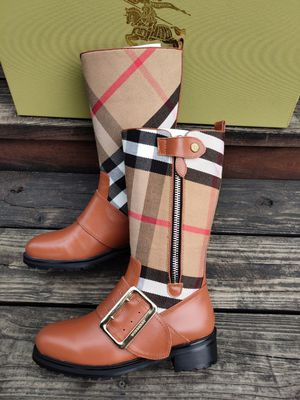 BURBERRY LADIES LEATHER boots for Sale in Merrillville, IN