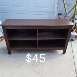 Table TV Stand for Sale in Lakewood,  CA