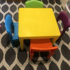 Plastic Kids Table and 4 Chairs Set for Sale in Chino, CA
