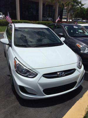 Hyundai accent for Sale in Miami, FL