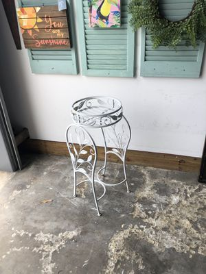 White plant stand for Sale in Largo, FL