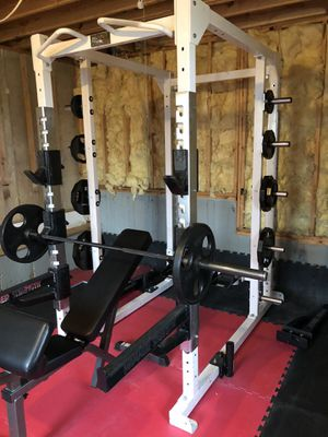 Double sided Hammer Strength Power Rack with Parabody Olympic bench, PowerMax Olympic barbel and full set of Iron Grip Olympic weights for Sale in Manchester, MO