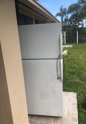 Refrigerator Free for Sale in Opa-locka, FL