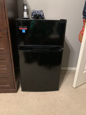 Professional Series Mini Fridge for Sale in Oak Point, TX